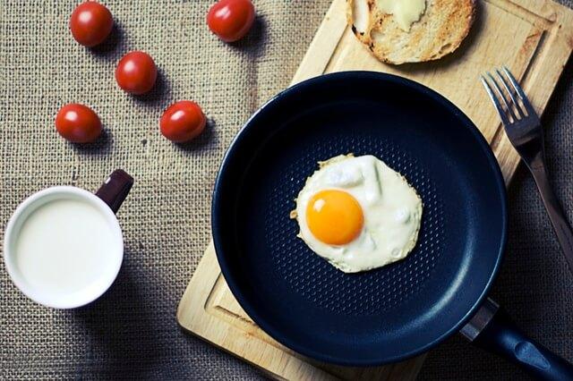 food-breakfast-egg-milk-1